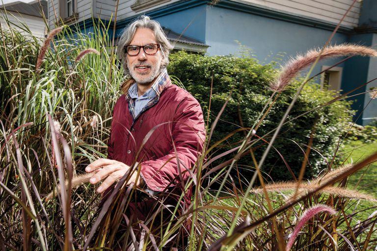 Juan Miceli. En su jardín de Tigre, enseña su nueva pasión: el paisajismo
