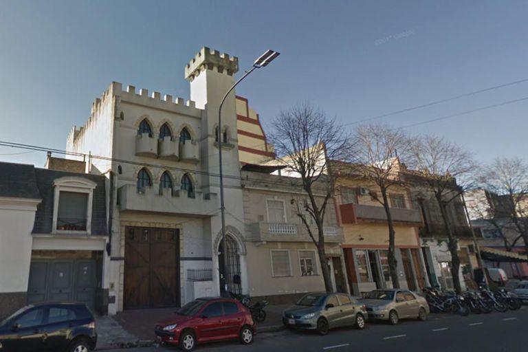 """El """"Castillo de Sandro"""" está ubicado en la avenida Pavón 3939, del barrio porteño de Boedo"""