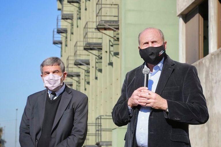 Omar Perotti, ayer, junto al ministro Roberto Salvarezza