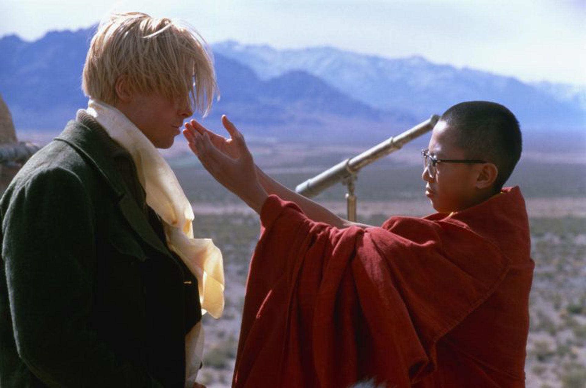 Brad Pitt en una escena con el pequeño Dalai Lama rodada en Mendoza.