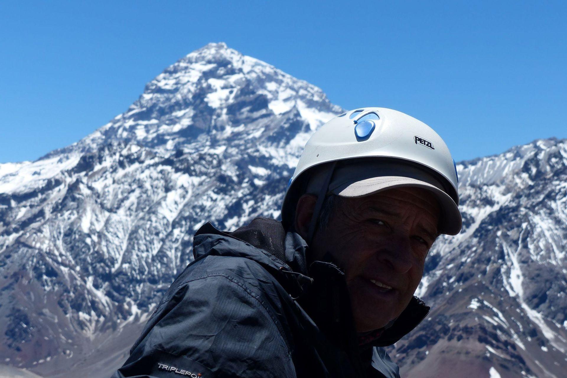 Lito Sánchez tiene el récord de ascensos al Aconcagua: llegó a la cima 74 veces y también subió a cerros del Himalaya de más de 8000 metros