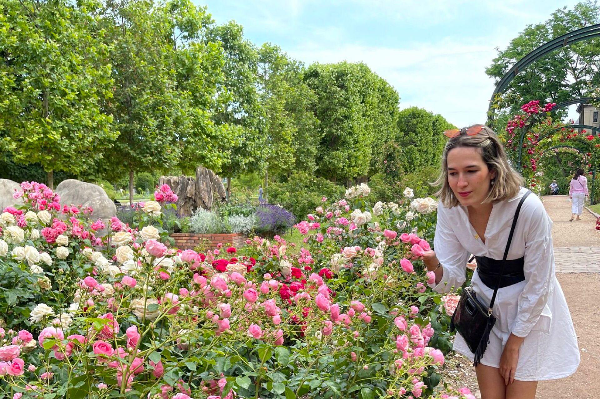 Emilia en el Jardín de Luxemburgo, París, Francia.