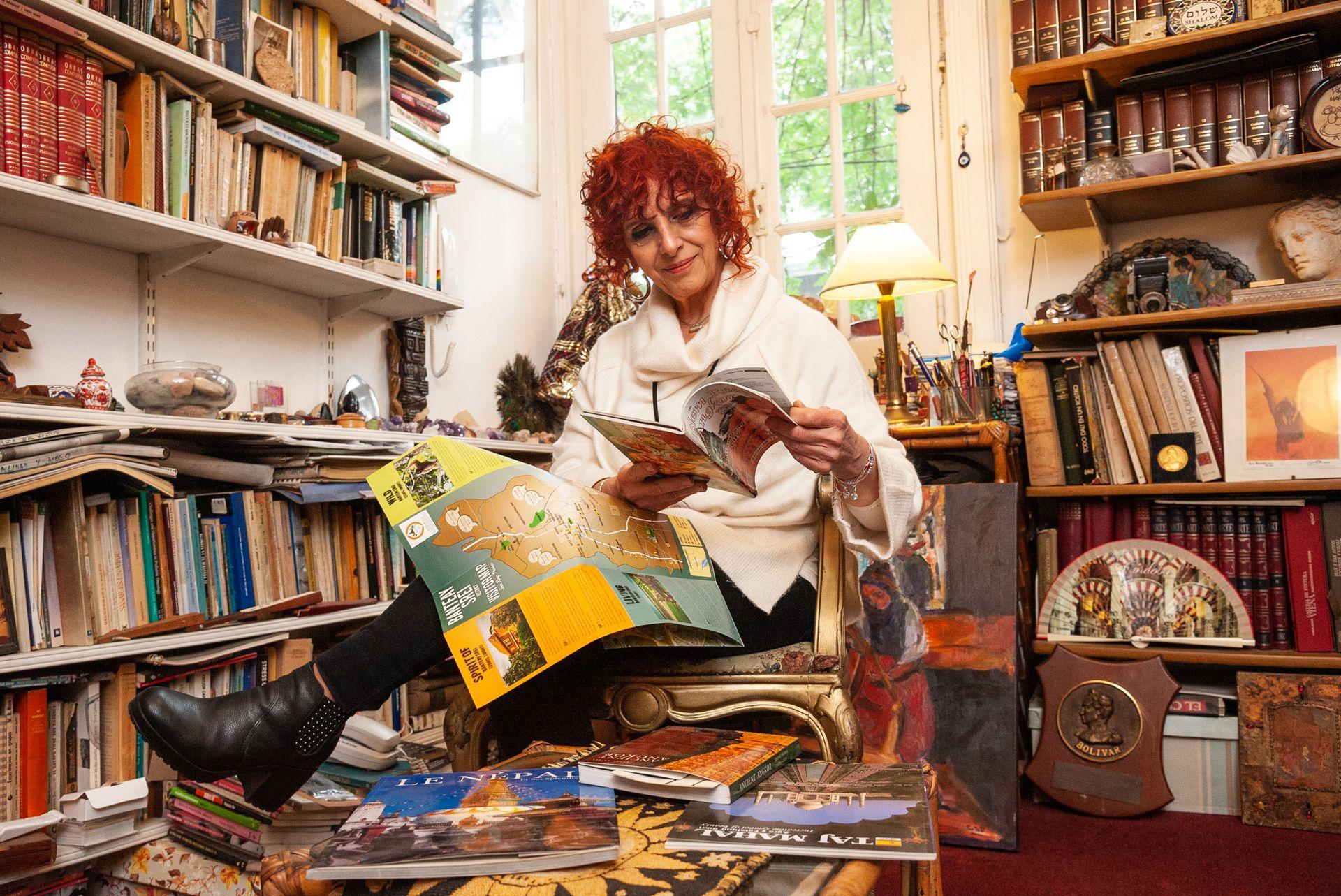 Marcela Casabella es psicóloga y planea viajar a Oriente en cuanto la situación lo permita; sus otras pasiones son el teatro y la radio