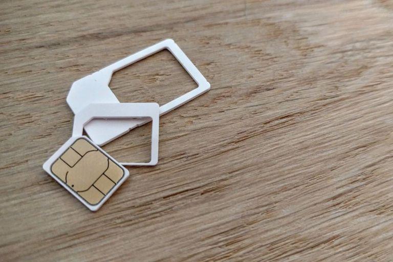 La iSIM permite dejar de usar la tarjeta para tener conectividad celular en los dispositivos; es una alternativa a la ya existente eSIM