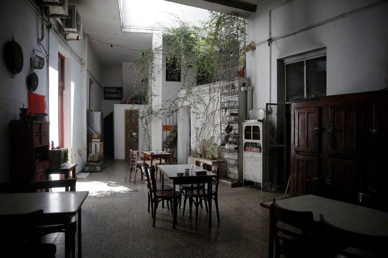 El patio de La Flor de Barracas permite mantener las mesas a distancia social