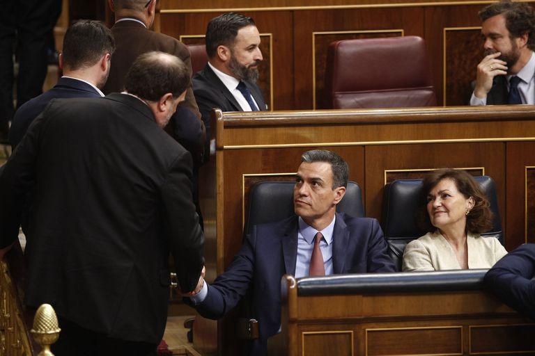España: cinco separatistas salieron de la cárcel para jurar como legisladores