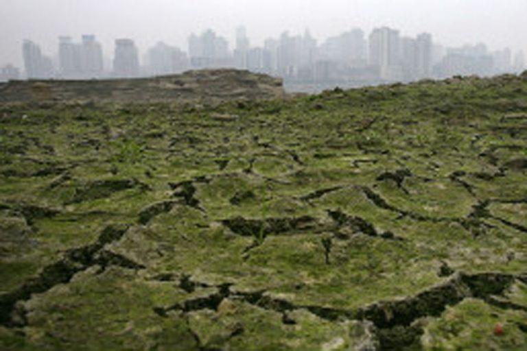 A los científicos les preocupa cómo afecta la remoción de cumbres a los canales de agua de ciudades como Chongqing