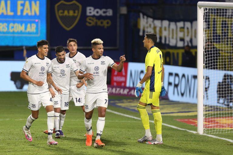 Diego Valoyes festeja un gol durante el partido que disputan Boca Juniors y Talleres de Córdoba por la Copa Liga Profesional 2021