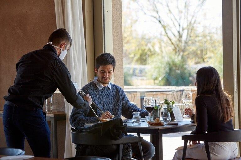 Desde que se habilitó el turismo interno, las bodegas que tienen restaurantes están a full con sus servicios, donde los maridajes sorprenden a todos.