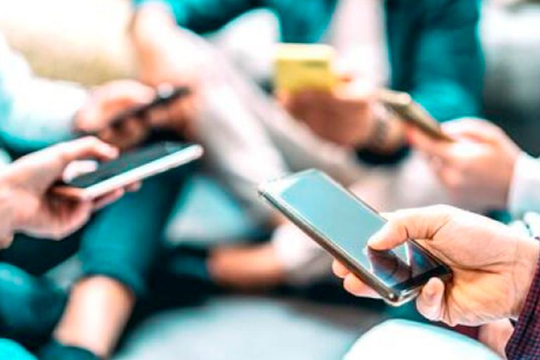 """""""Es muy fácil para los hackers conectarse a tu teléfono usando wifi o bluetooth"""", advirtieron"""