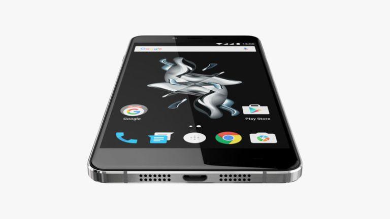Un OnePlus X, el modelo económico de la compañía