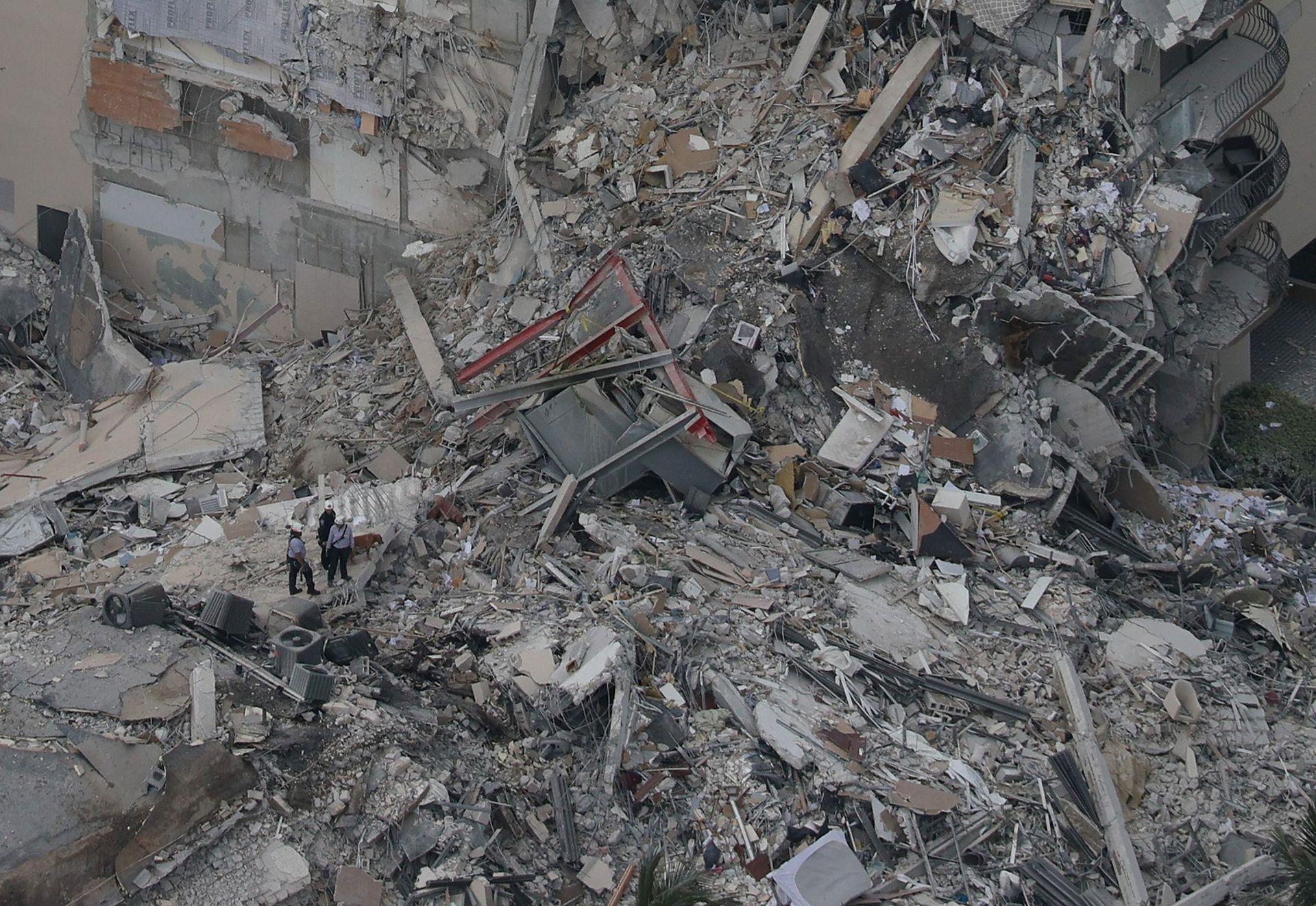 El edificio quedó reducido a una pila de escombros