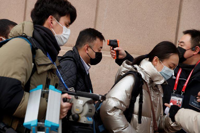 En China, el chequeo de la temperatura corporal