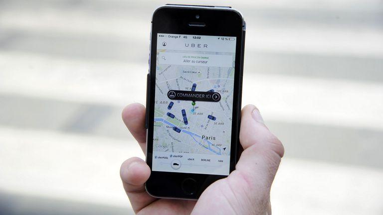 La aplicación para solicitar viajes de choferes particulares Uber. Con alcance global, llega a Buenos Aires, pero también fue resistida en Francia, donde debió retirarse tras enfrentar fuertes protestas