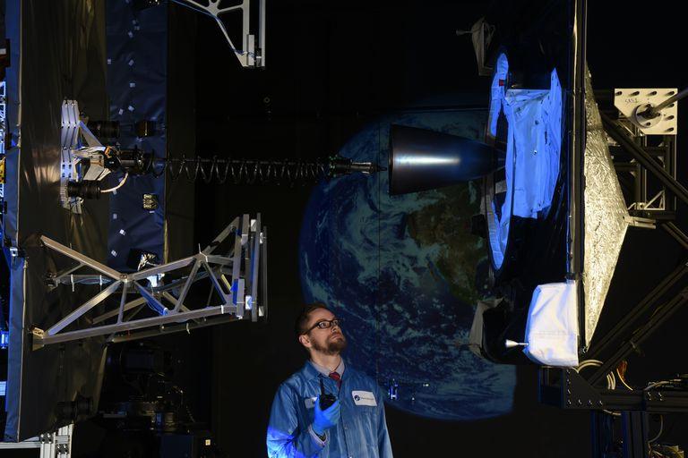 Una prueba en tierra de cómo sería el acople de los dos satélites