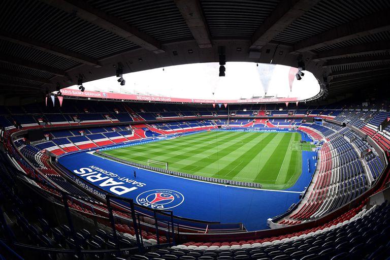 Inaugurado en 1972, el Parque de los Príncipes tiene capacidad para casi 48.000 espectadores; pese a su relativa juventud, es un estadio icónico de Francia.