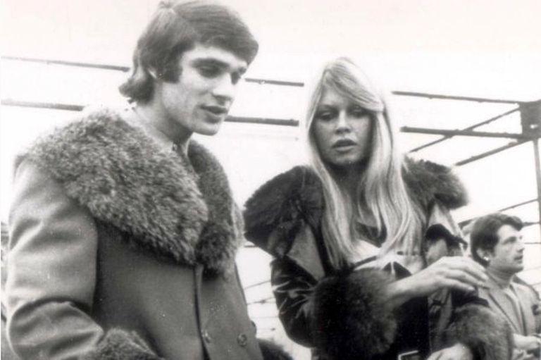 Salió con B. Bardot, se mató en un Fórmula 1 y envía mensajes desde el más allá