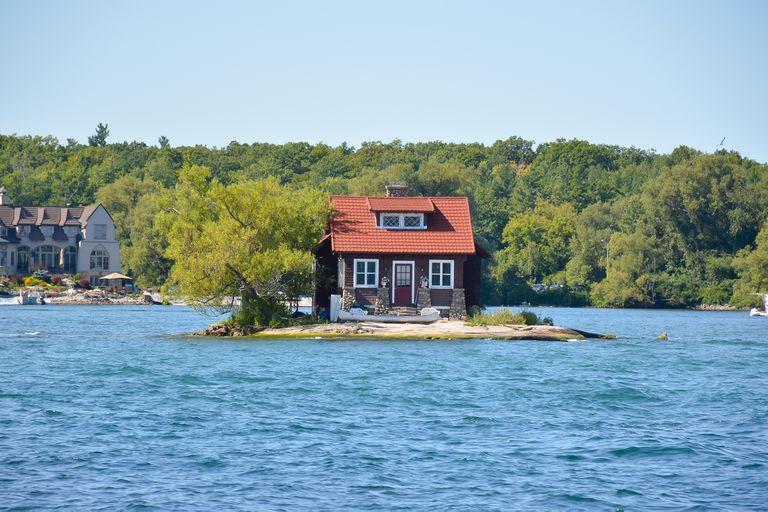 """""""The Just Room Enough Island"""", así es como llaman a la casa construida sobre el archipiélago de las 1000 islas"""