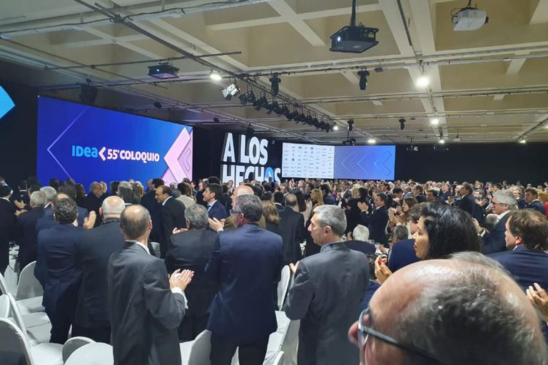 Más de mil empresarios ovacionaron a la gobernadora bonaerense