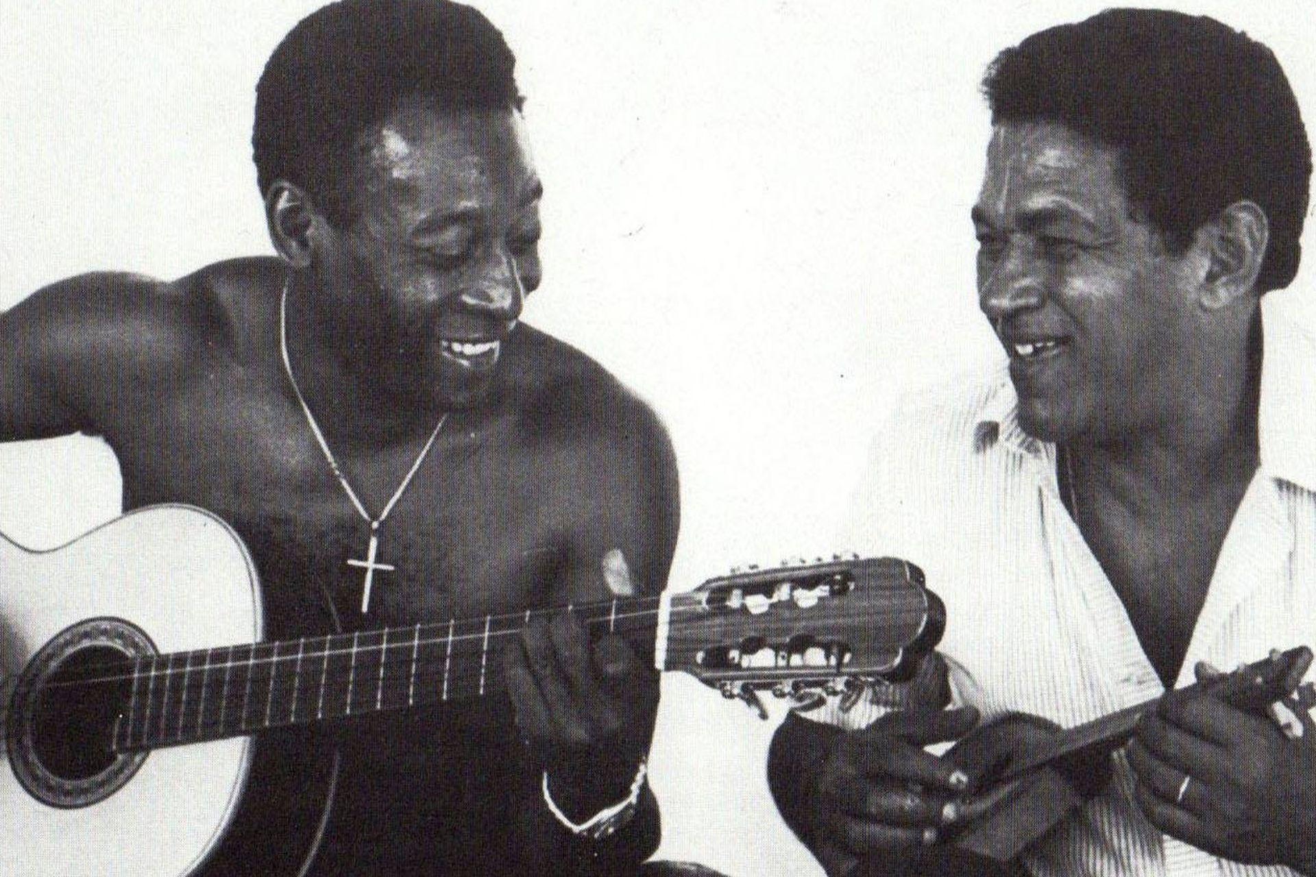 Junto a su compadre en la selección, Pelé