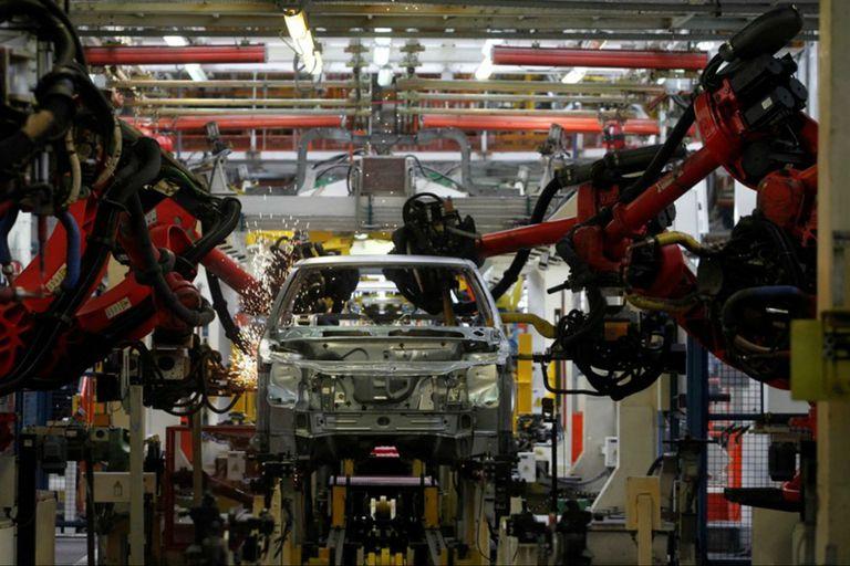 La industria automotriz cayó un 18,3% interanual en enero de 2018; se fabricaron 21.858 unidades; la exportación creció un 6,7%