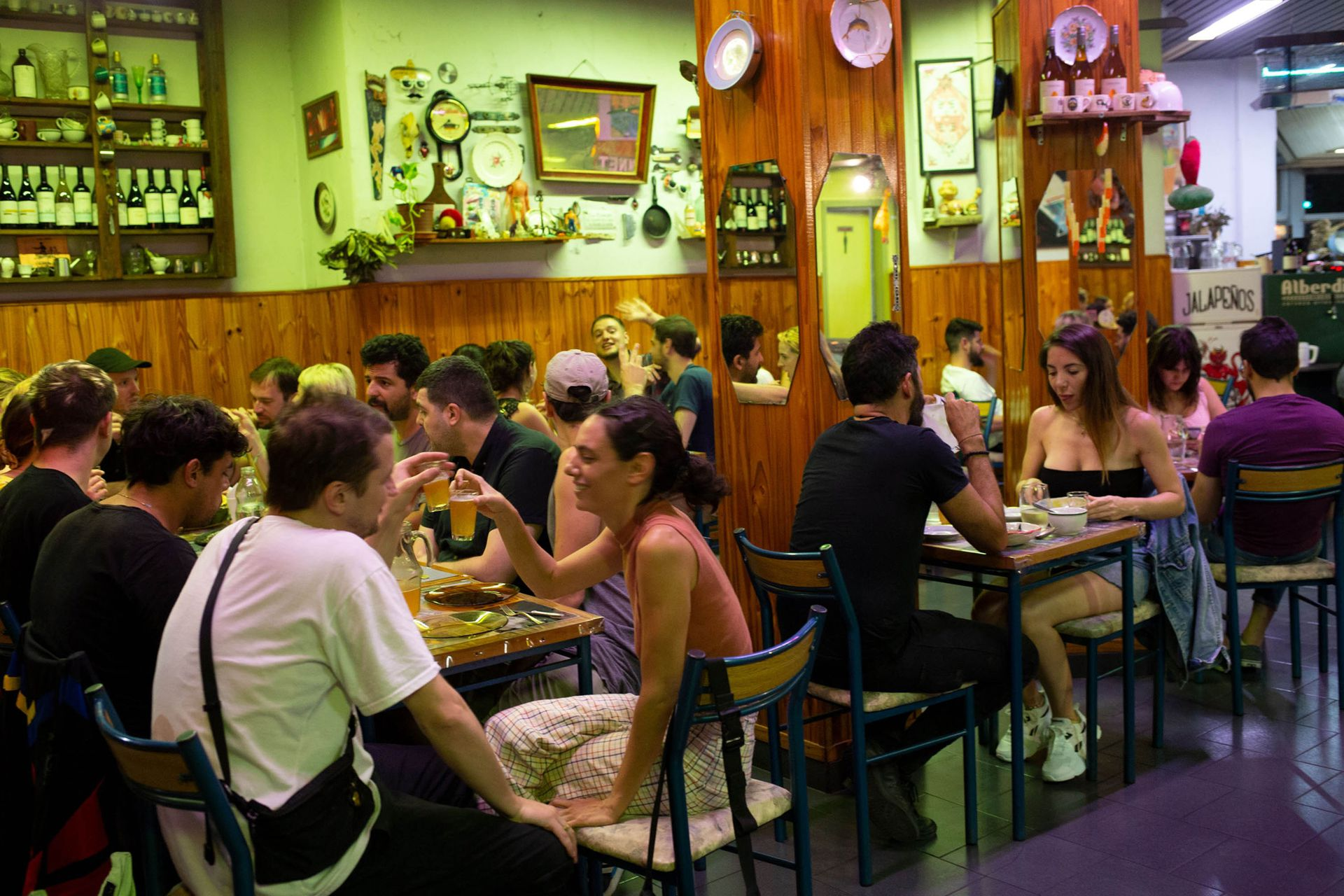 Comensales en el Restaurant Donnet de Chacarita