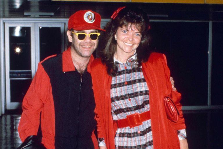 Elton John y su exesposa en 1987, un año antes de su divorcio