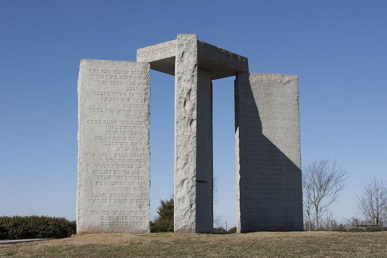 """Las iglesias locales no quieren saber nada con ese """"monumento del demonio"""" y solicitaron a las autoridades que lo demolieran."""