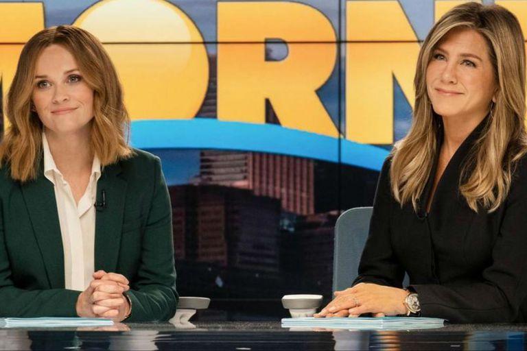 Reese Witherspoon y Jennifer Aniston en The Morning Show, serie que se mete detrás del mundo de las noticias matutinas, y cuyos primeros cuatro episodios ya se pueden ver por Apple TV