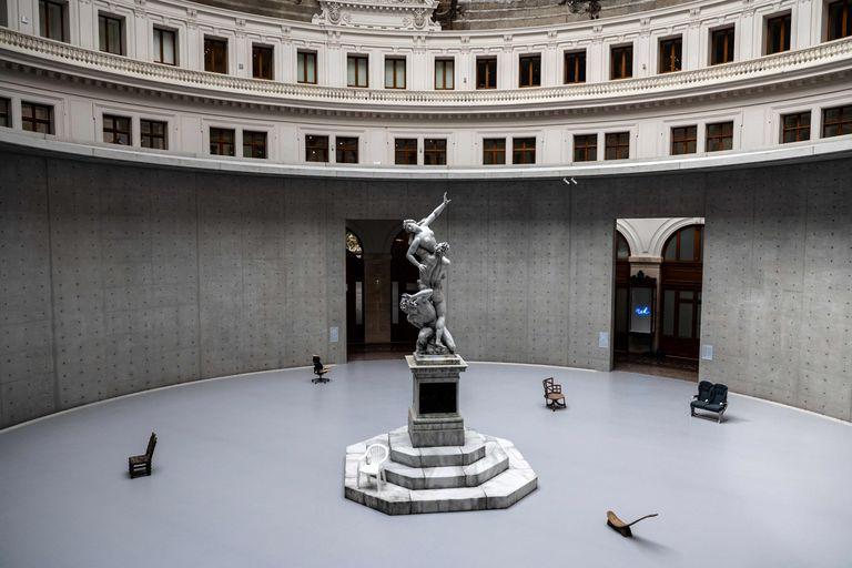El edificio histórico de la Bolsa de Comercio, en el centro de la capital francesa, exhibirá la colección de Pinault, el magnate de los artículos de lujo que también es propietario de la casa de subastas Christie's