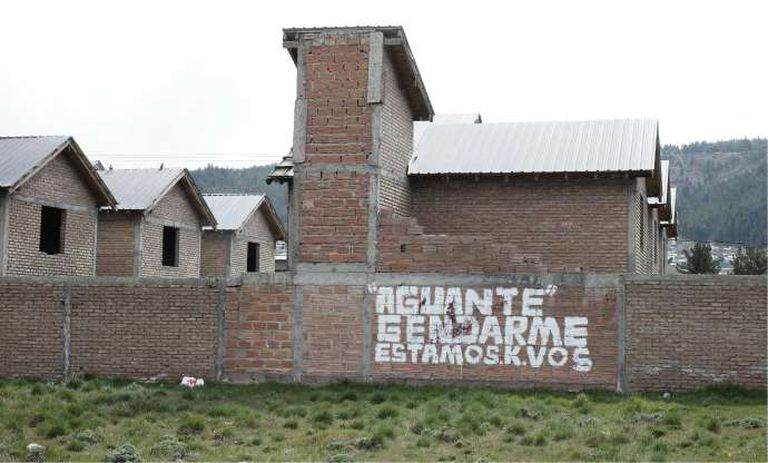 Una pintada en Esquel en apoyo a los gendarmes