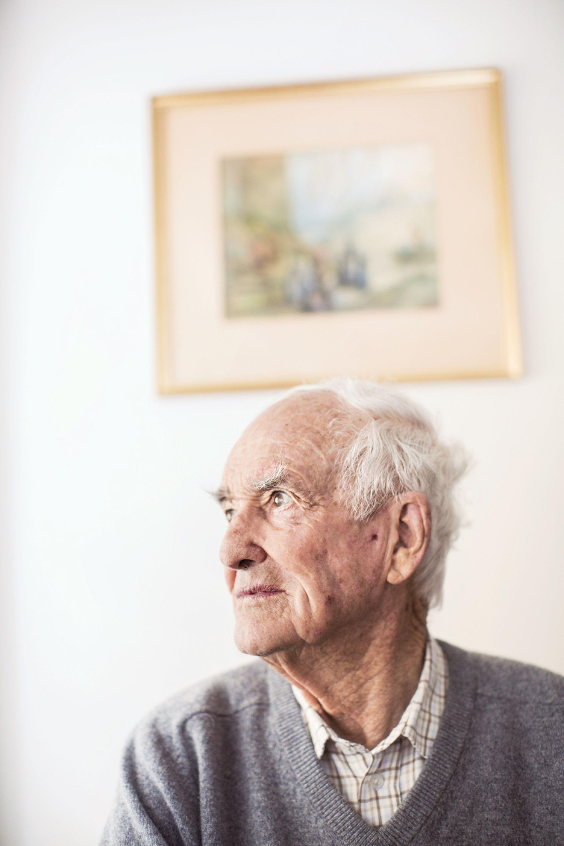 Peter Harrison tiene 94 años y vive en el campo, en Ameghino
