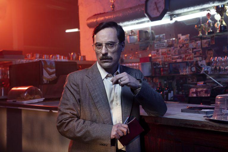 Diego Velázquez como el inspector Almada en la miniserie Entre hombres