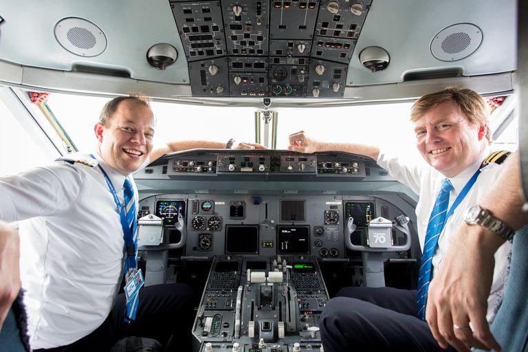 En 2016, cuando KLM decidió reemplazar todos los Fokker 70 por Boeing 737, el rey de Holanda aseguró que se capacitaría para poder pilotear las nuevas aeronaves.