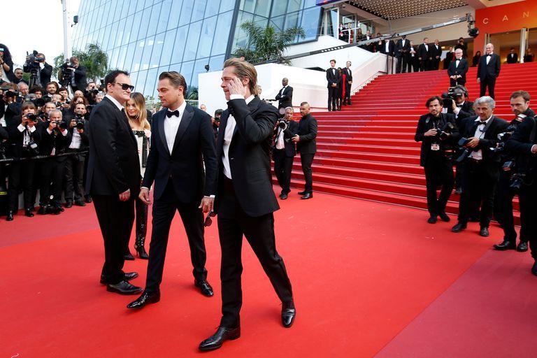 Tarantino y sus actores en la alfombra roja del festival, un cuarto de siglo después de alzarse con la Palma de Oro por Pulp Fiction