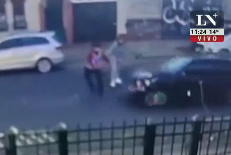 Un hombre violó una perimetral, agredió a su ex pareja y atropelló al policía que la custodiaba