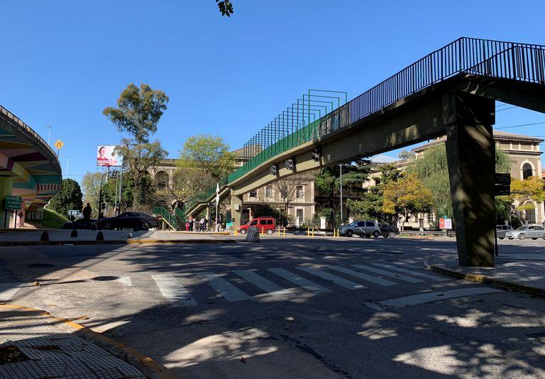 La escuela Raggio en 2020: la avenida General Paz pasa por donde antes se encontraba parte del pabellón femenino