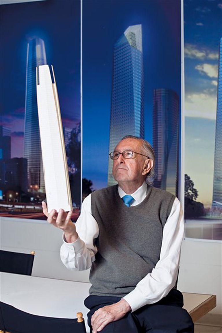 Una clásica imagen del arquitecto que triunfa en el mundo y extraña el calor tucumano
