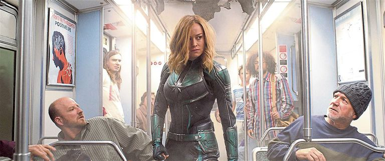 El personaje de Carol Danvers comienza su historia amnésica, como soldado de la civilización kree; el público la acompaña mientras encuentra su identidad