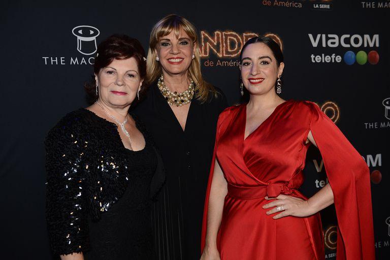 Olga Garaventa junto a Teté Coustarot y la actriz que la interpretó en la serie, Muriel Santa Ana