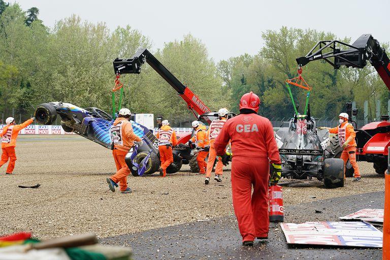 El incidente entre Russell y Bottas demandó detener la carrera para limpiar la pista; la bandera roja favoreció a Lewis Hamilton, que tuvo más tiempo para recuperarse tras un despiste y un rotura de su Mercedes en la vuelta anterior.