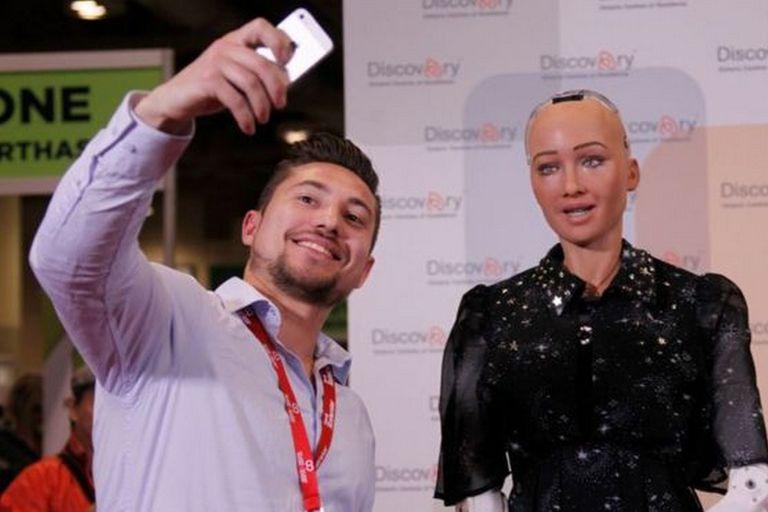 El robot humanoide Sofía participa en conferencias y ha recibido la ciudadanía de Arabia Saudita