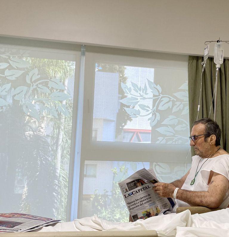 Carlos Reutemann fue retratado por su hija Mariana durante su internación en el Sanatorio Parque de Rosario