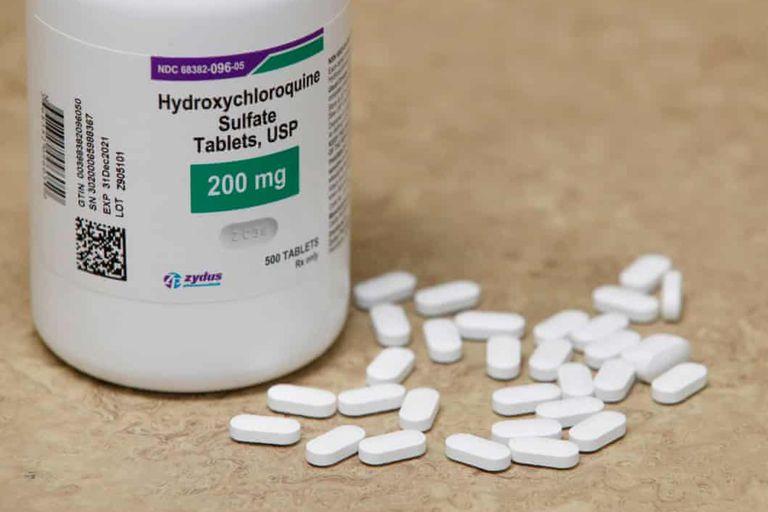 La mitad de los participantes del estudio recibieron hidroxicloroquina y la mitad, un placebo, para consumir durante los cuatro días posteriores a haber estado expuestos al virus