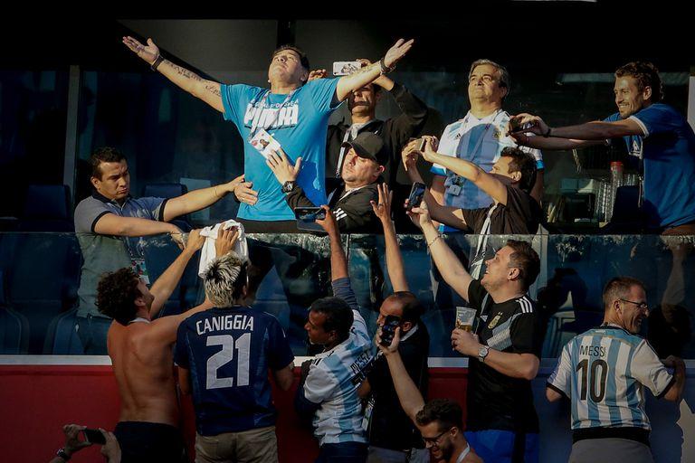 Maradona en foco: el arte de sacarle una foto a Dios