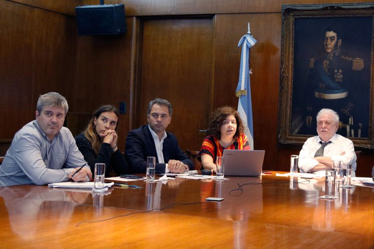 Los vacunados VIP del círculo de Carla Vizzotti: Juan Manuel Castelli, Analía Rearte, Alejandro Costa.