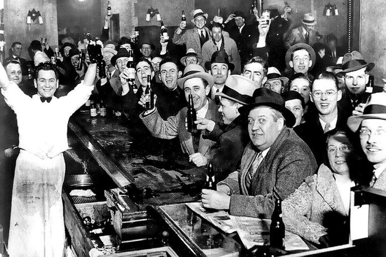 La ley seca impulsó, más que impedir, el consumo de alcohol en los Estados Unidos, particularmente en los bares ocultos