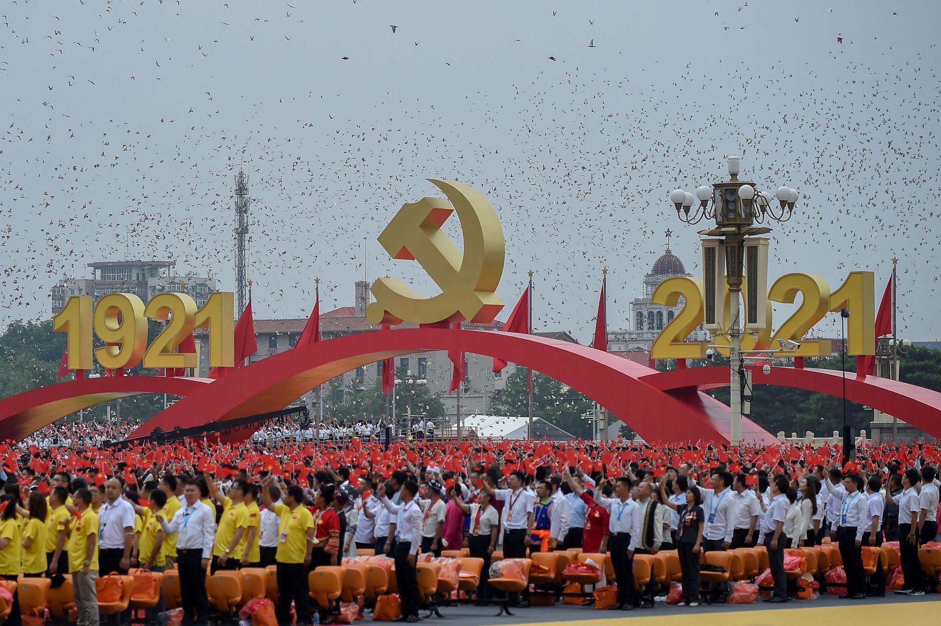 Miles de personas participaron del desfile