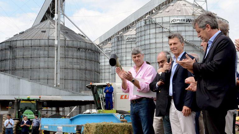 Esta semana, en Curuzú Cuatiá, Macri (centro) volvió a insistir en la necesidad de agregar valor a la producción
