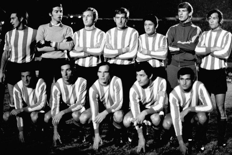 La formación pincharrata para la final contra Peñarol, de la que este miércoles se cumplen 50 años.